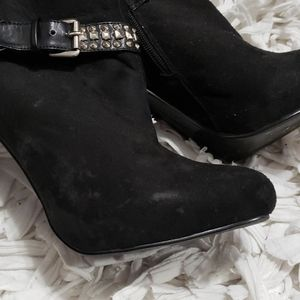 PAZZO Shoes - Black high heeled booties